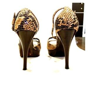Stuart Weitzmann ☀️ Brown Snakeskin ☀️ Exert Pumps